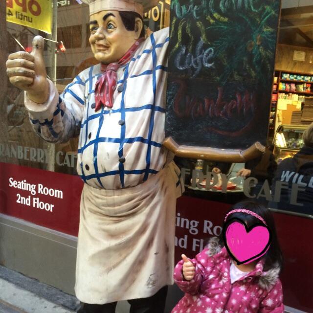 なぜかこの人形と撮りたがる娘