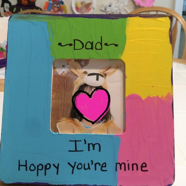 昨日持ち帰ってきた父の日のプレゼント。写真立てなんだけど自分の写真をプレゼントするのね