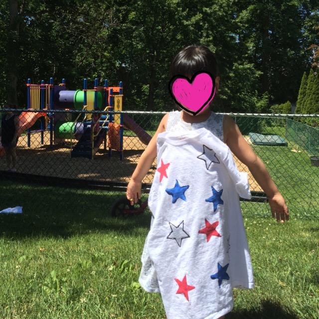 Tシャツ。星を自分で色付けしたみたい。いいねこのアメリカ!って感じの星と色
