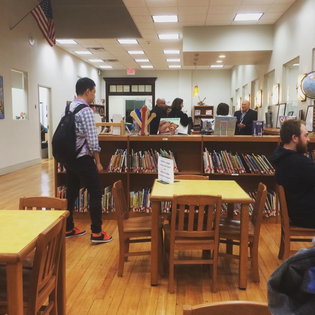 ライブラリー。日本の図書館とあまりかわらない?っていうか日本の図書館の方が広かったイメージ