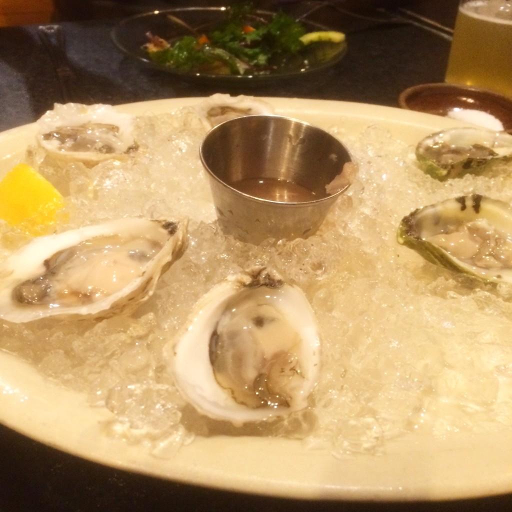 久しぶりの生牡蠣。 日本と比べてこぶりだけどおいしい