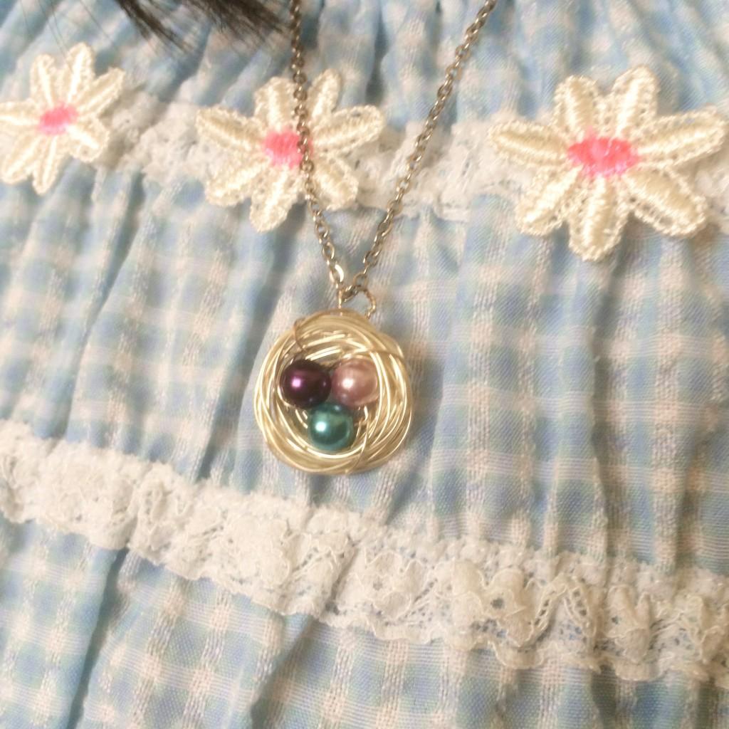 ポートランドの露店で購入した長女が選んだネックレス。鳥の巣をイメージしてるらしい
